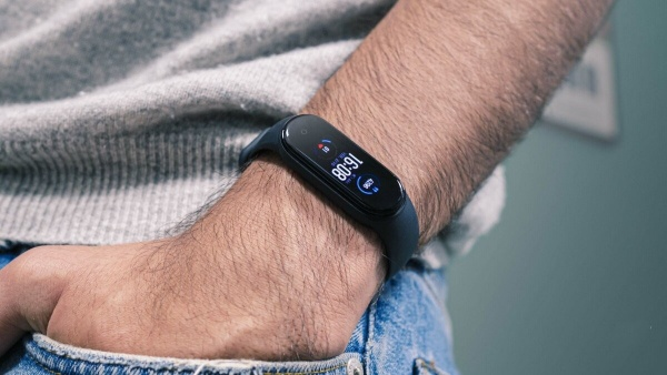 The Xiaomi Mi Smart Band 5 benefits from a sober and discreet design