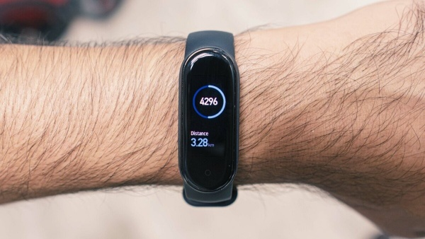 The Xiaomi Mi Smart Band 5 counts your number of steps taken