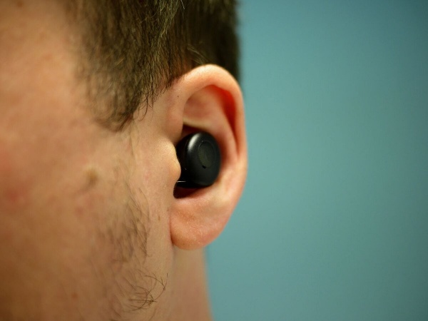 Realme Buds Q fit well in the ear