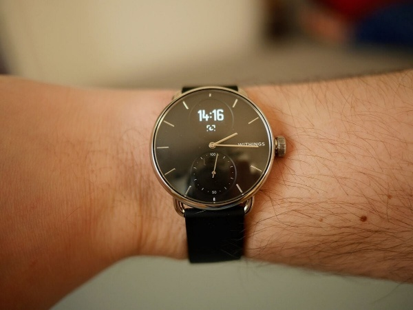 The screen definition of the Withings ScanWatch is very limited