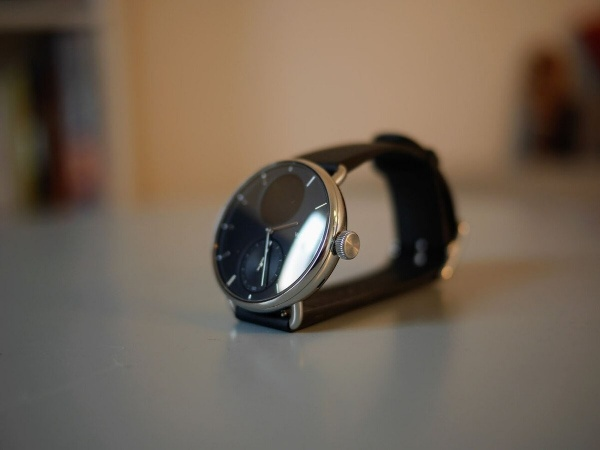 It is the crown that will allow you to navigate the menus of the Withings ScanWatch
