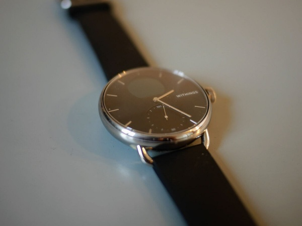 The second dial of the Withings ScanWatch indicates the number of steps taken