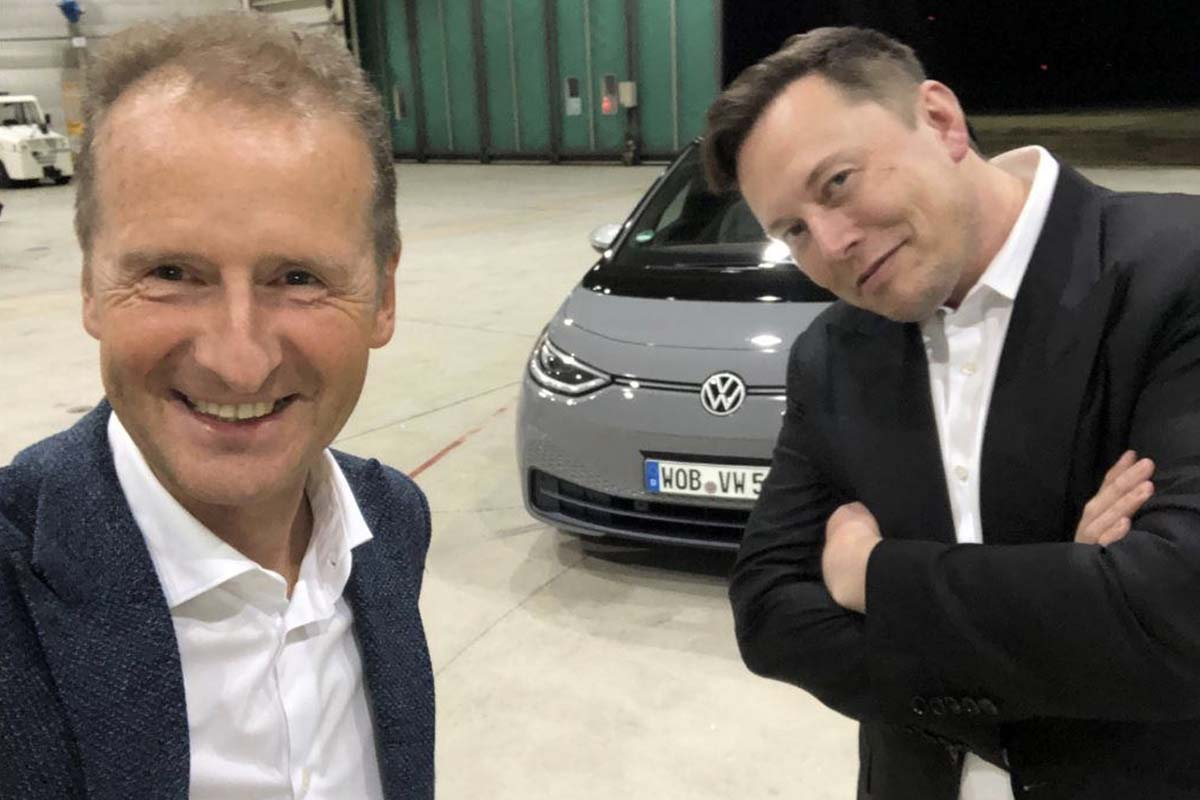 Elon Musk and Herbert Diess in front of the Volkswagen ID.3 // Source: YouTube